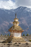 Παραδοσιακό παλαιό βουδιστικό stupa στο οδοιπορικό κυκλωμάτων Annapurna Στοκ φωτογραφία με δικαίωμα ελεύθερης χρήσης