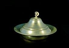 Παραδοσιακό πιάτο αλουμινίου με το καπάκι Στοκ Εικόνες