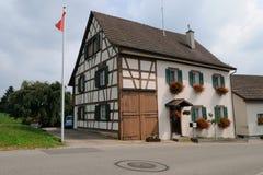 Παραδοσιακό σπίτι στην Ελβετία στοκ εικόνα