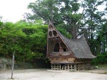 Παραδοσιακό σπίτι στη λίμνη toba στοκ εικόνες