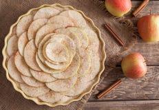 Παραδοσιακό σπιτικό γλυκό επιδόρπιο πιτών της Apple με Στοκ φωτογραφία με δικαίωμα ελεύθερης χρήσης