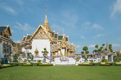 Παραδοσιακό ταϊλανδικό μεγάλο παλάτι αρχιτεκτονικής στη Μπανγκόκ, Ταϊλάνδη Στοκ εικόνα με δικαίωμα ελεύθερης χρήσης