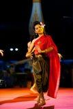Παραδοσιακό ταϊλανδικό υπαίθριο στάδιο νύχτας γυναικών χορεύοντας Στοκ Εικόνες