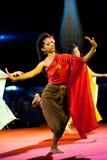 Παραδοσιακό ταϊλανδικό υπαίθριο στάδιο νύχτας χορού γυναικών Στοκ φωτογραφία με δικαίωμα ελεύθερης χρήσης