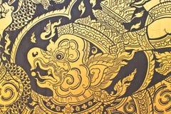 Παραδοσιακό ταϊλανδικό ύφους σχέδιο ζωγραφικής τέχνης χρυσό στην πόρτα Στοκ εικόνες με δικαίωμα ελεύθερης χρήσης
