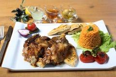 Παραδοσιακό τουρκικό αρνί με bulgur pilav, λαχανικά Στοκ Εικόνες