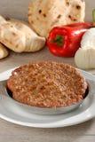 Παραδοσιακό burger Presliced patty αποκαλούμενο pljeskavica Στοκ Εικόνα