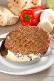 Παραδοσιακό burger Presliced patty αποκαλούμενο pljeskavica Στοκ Φωτογραφία