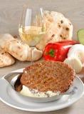 Παραδοσιακό burger Presliced patty αποκαλούμενο pljeskavica, Στοκ Φωτογραφία