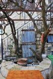 Παραδοσιακό patio στο τέταρτο καλλιτεχνών στα χρηματοκιβώτια Tzfat Ισραήλ Στοκ Εικόνες