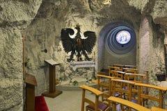 Παρεκκλησι της κυρίας Czestochowa μας στην εκκλησία σπηλιών στη σπηλιά Hill Gellert στη Βουδαπέστη, Ουγγαρία στοκ εικόνα