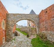 Παρεκκλησι και τοίχοι στο κάστρο Medvedgrad Στοκ φωτογραφία με δικαίωμα ελεύθερης χρήσης