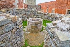 Παρεκκλησι καλά στο κάστρο Medvedgrad Στοκ φωτογραφία με δικαίωμα ελεύθερης χρήσης