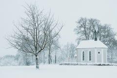 Παρεκκλησι στο χιονισμένο τοπίο Στοκ φωτογραφίες με δικαίωμα ελεύθερης χρήσης