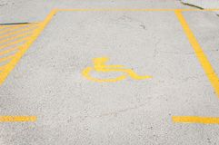 Παρεμπόδισε το εκτός λειτουργίας σημάδι εικονιδίων στο χώρο στάθμευσης ή τη διαστημική περιοχή στο υπαίθριο σταθμό αυτοκινήτων στ Στοκ Φωτογραφία