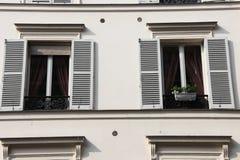 Παρισινό παράθυρο δύο Στοκ φωτογραφίες με δικαίωμα ελεύθερης χρήσης