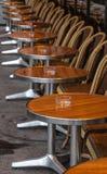 Παρισινό πεζούλι οδών Στοκ φωτογραφία με δικαίωμα ελεύθερης χρήσης