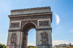 ΠΑΡΙΣΙ - ΓΑΛΛΙΑ - 30 ΑΥΓΟΎΣΤΟΥ 2015: Famous Arc de Triumph, καλοκαίρι Στοκ εικόνες με δικαίωμα ελεύθερης χρήσης