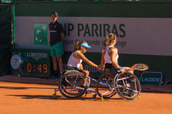 ΠΑΡΙΣΙ, ΓΑΛΛΙΑ - 10 ΙΟΥΝΊΟΥ 2017: Ρόδα διπλασίων γυναικών του Roland Garros Στοκ Φωτογραφίες