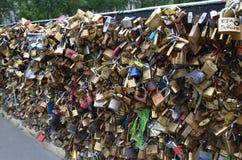 ΠΑΡΙΣΙ, ΓΑΛΛΙΑ - 29 ΜΑΡΤΊΟΥ 2014: ΠΟΤΑΜΟΣ SENA ΛΟΥΚΕΤΩΝ ΑΓΑΠΗΣ Στοκ φωτογραφίες με δικαίωμα ελεύθερης χρήσης