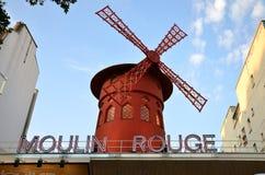 ΠΑΡΙΣΙ/ΓΑΛΛΙΑ - 24 Σεπτεμβρίου 2011: Ρουζ Moulin (κόκκινος μύλος), παγκοσμίως διάσημο cabaret στο Παρίσι στοκ εικόνες με δικαίωμα ελεύθερης χρήσης