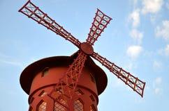 ΠΑΡΙΣΙ/ΓΑΛΛΙΑ - 24 Σεπτεμβρίου 2011: Ρουζ Moulin (κόκκινος μύλος), παγκοσμίως διάσημο cabaret στο Παρίσι στοκ φωτογραφίες με δικαίωμα ελεύθερης χρήσης