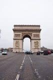 ΠΑΡΙΣΙ 10 ΙΑΝΟΥΑΡΊΟΥ: Το τόξο de Triomphe από champs-Ï ¿ ½ lysï ¿ ½ ES τον Ιανουάριο 10.2013 στο Παρίσι Στοκ Εικόνες