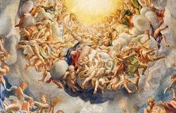 ΠΑΡΜΑ, ΙΤΑΛΙΑ - 16 ΑΠΡΙΛΊΟΥ 2018: Η λεπτομέρεια της νωπογραφίας Assumcion της Virgin Mary στο θόλο Duomo από το Antonio Allegri στοκ εικόνα