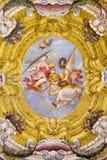 ΠΑΡΜΑ, ΙΤΑΛΙΑ - 17 ΑΠΡΙΛΊΟΥ 2018: Η νωπογραφία των αγγέλων με τα σύμβολα του μαρτυρίου στο wault της εκκλησίας Chiesa Di Santa Lu στοκ εικόνες