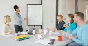 Παρουσίαση για τους συναδέλφους στην αρχή Στοκ Φωτογραφίες