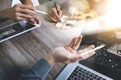 Παρουσίαση επιχειρησιακής συνεδρίασης ομάδας Εργασία επιχειρηματιών χεριών νέα Στοκ Εικόνες