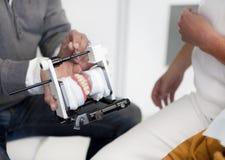 Παρουσίαση δοντιών οδοντιάτρων Στοκ φωτογραφίες με δικαίωμα ελεύθερης χρήσης
