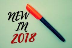 Παρουσίαση σημαδιών κειμένων νέα το 2018 Εννοιολογικό ψήφισμα έτους φωτογραφιών επερχόμενο που διαφημίζει τις δροσερές ιδέες Μ υπ Στοκ Εικόνες