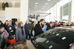 Παρουσίαση της νέας ρωσικής ΑΚΤΙΝΑΣ X Lada αυτοκινήτων που υποβλήθηκε στις 14 Φεβρουαρίου 2016 στην αίθουσα εκθέσεως Severavto Στοκ εικόνα με δικαίωμα ελεύθερης χρήσης