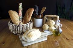 Παρουσίαση του ψωμιού σε έναν πίνακα 2. Στοκ Εικόνες