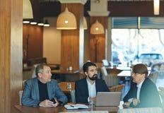 Παρουσίαση των ιδεών στους συναδέλφους Στοκ Εικόνα