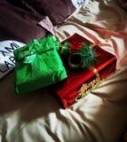 Παρουσιάζει για τα Χριστούγεννα: δύο κιβώτια Στοκ φωτογραφία με δικαίωμα ελεύθερης χρήσης