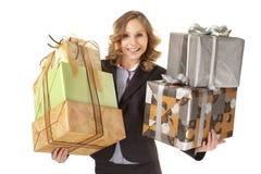 Παρουσιάζει τη γυναίκα δώρων Στοκ Εικόνες