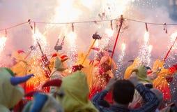 Παρουσιάστε με τα πυροτεχνήματα στο τετράγωνο Badalona Στοκ Εικόνες