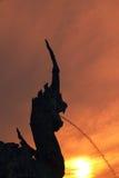Παρουσιασμένος τουρίστας Songkhla Naga ηλιοβασιλέματος σκιαγραφιών άποψη Στοκ εικόνα με δικαίωμα ελεύθερης χρήσης