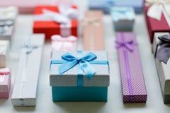 Παρούσα επιλογή περιόδου διακοπών ποικιλίας δώρων Στοκ Εικόνες