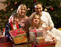 παρόν δέντρο οικογενεια&ka στοκ εικόνα με δικαίωμα ελεύθερης χρήσης