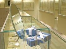 παρόν κατάστημα δώρων jewerly στοκ φωτογραφία με δικαίωμα ελεύθερης χρήσης