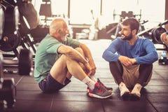 πασπαλίζοντας Άνθρωποι στη γυμναστική στοκ φωτογραφία