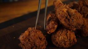 Πασπαλισμένο με ψίχουλα κοτόπουλο στηθών που ψήνεται στο φούρνο στοκ εικόνες με δικαίωμα ελεύθερης χρήσης