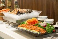 Παστωμένη σολομός γαστρονομική τεμαχισμένη κουζίνα φετών Στοκ εικόνα με δικαίωμα ελεύθερης χρήσης