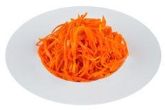 Παστωμένο καρότο στο άσπρο πιάτο Στοκ φωτογραφία με δικαίωμα ελεύθερης χρήσης