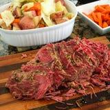 Παστό βοδινό και cabage στοκ εικόνες