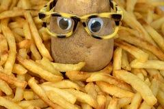 Πατάτα με eyeglasses στις τηγανιτές πατάτες Στοκ φωτογραφία με δικαίωμα ελεύθερης χρήσης
