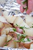 πατάτα που ψήνεται στοκ φωτογραφία